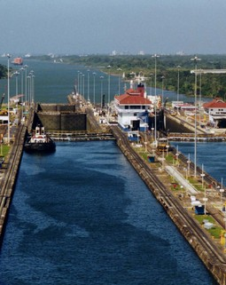 Thumb panama canal gatun locks